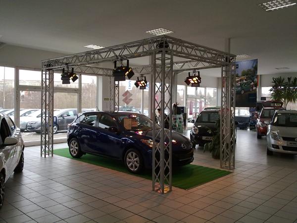 Lichttraverse zur Fahrzeug-Präsentation